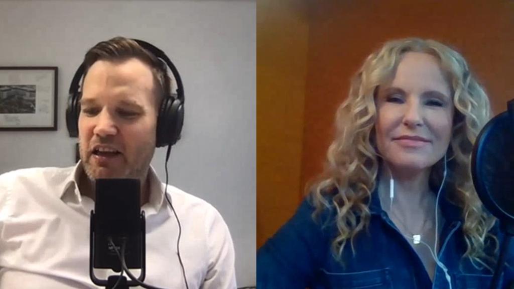 """Hendrik Streeck und Katja Burkard bei den Aufnahmen zu """"Hotspot - der Pandemie-Talk""""."""