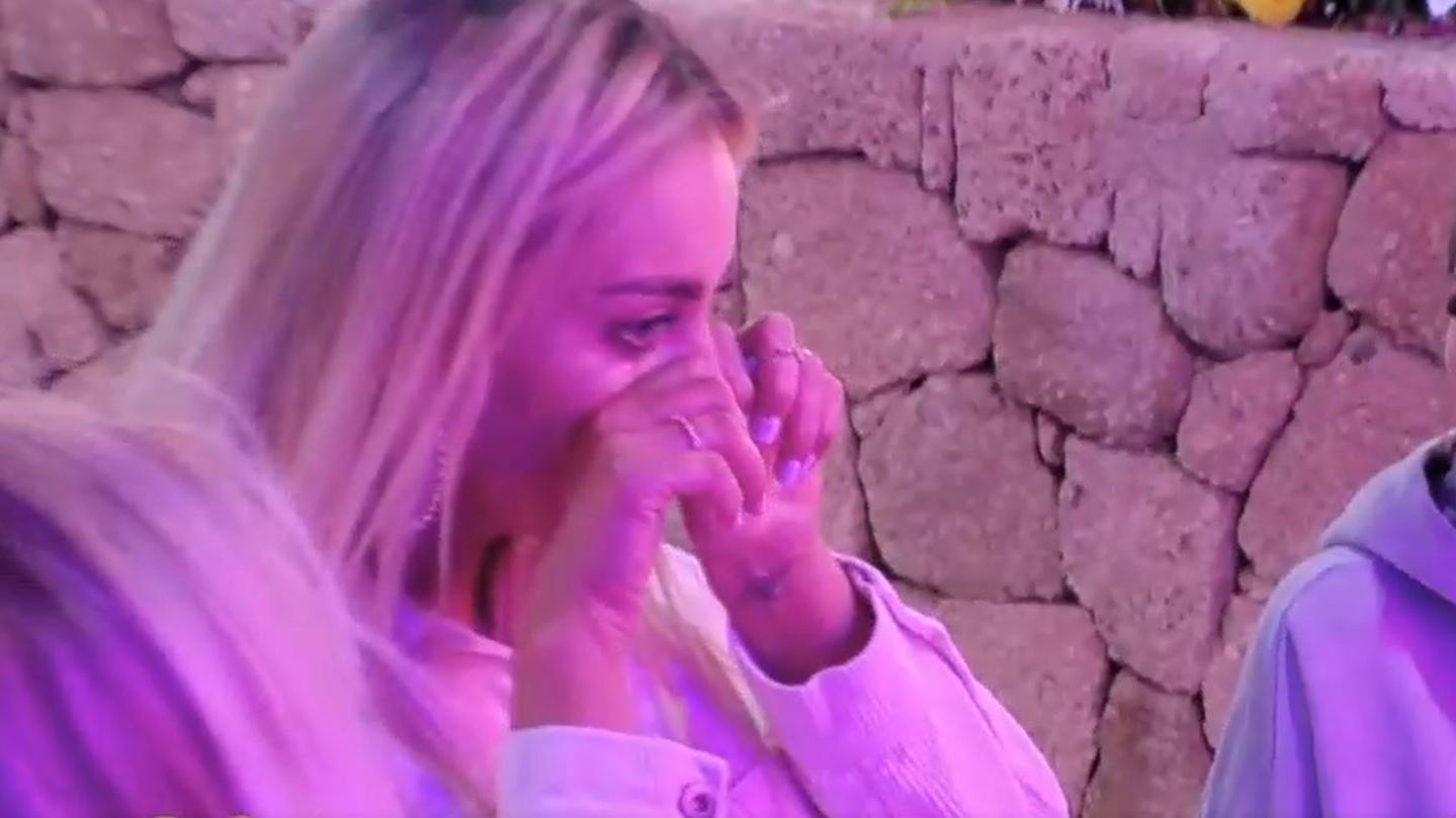 Dicke Tränen wegen dicker Eier: Als Dennis seiner Nicole Rührei anbietet, bricht die in Tränen aus.