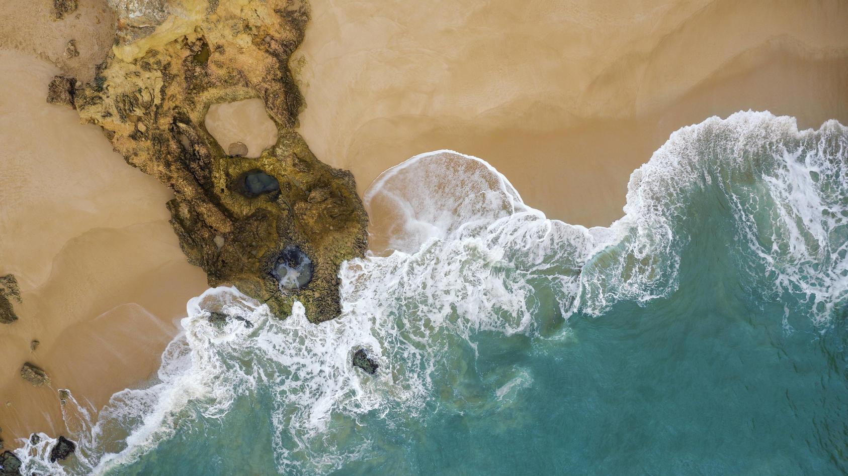 Die Algarve ist ein beliebtes Urlaubsziel - doch auch dort greifen trotz niedriger Inzidenz jetzt die strengen Regelungen aufgrund der Delta-Variante.