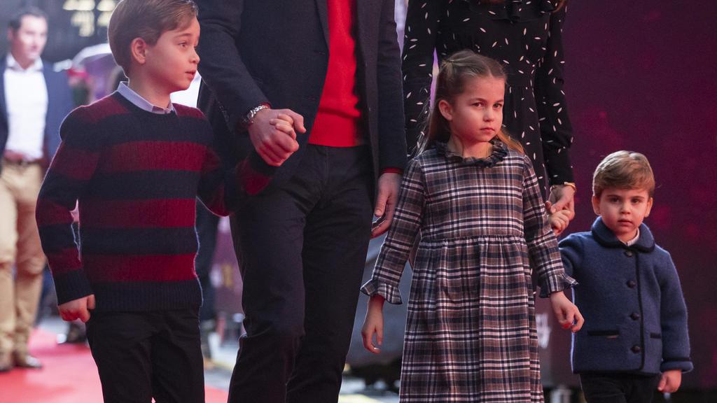 Prinz George, Prinzessin Charlotte und Prinz Louis besuchen gemeinsam mit ihren Eltern das Palladium Theater in London.