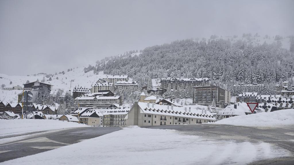 29/12/2020, España, Husca: Vista del área Astun Sky.  Aston es actualmente el único dominio de esquí al aire libre del Pirineo Aragonés.  Foto: Veronica Lacasa / Europa Press / DPA +++ DPA-Builtfunk +++