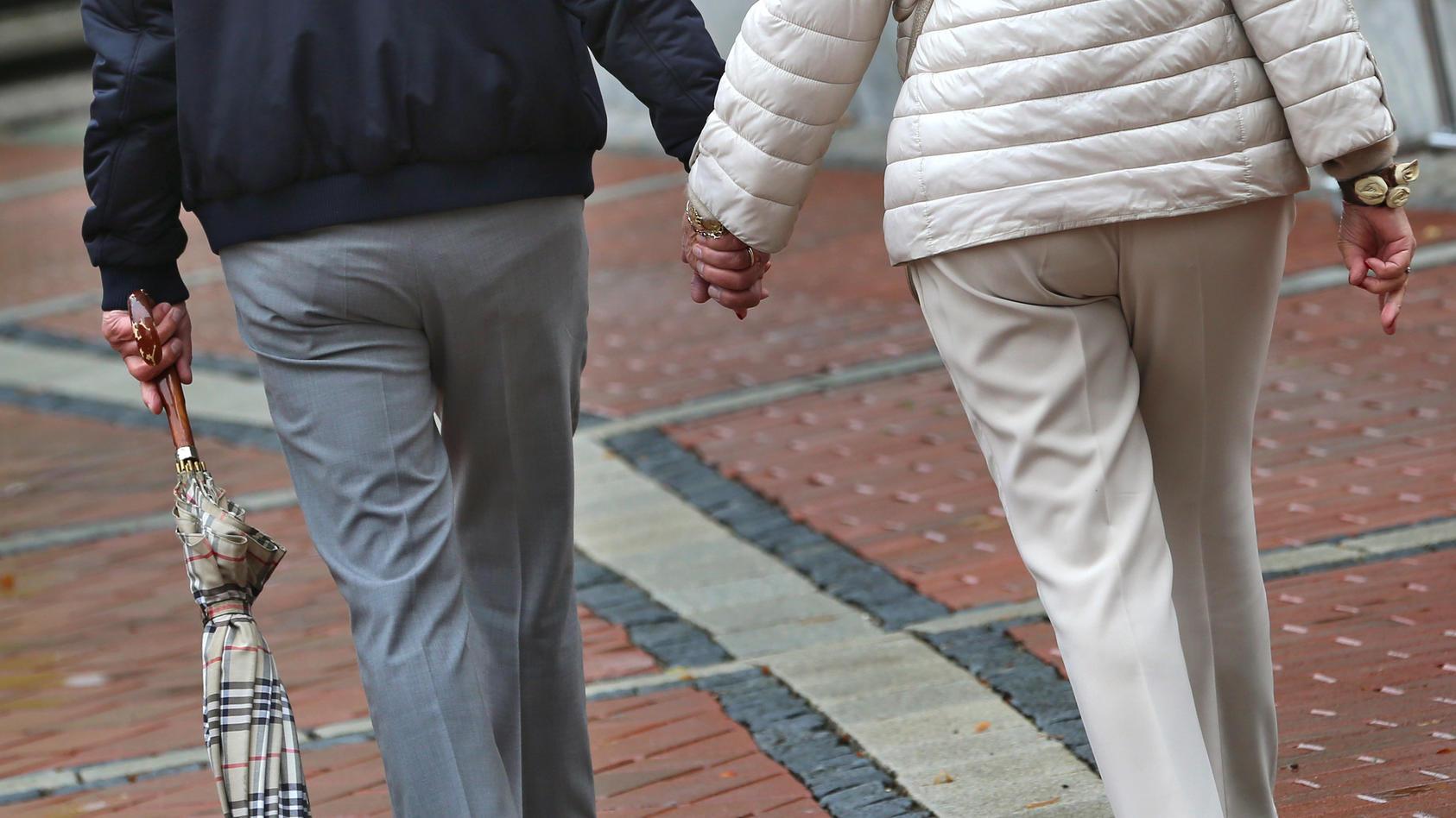 Berater der Bundesregierung haben rund drei Monate vor der Bundestagswahl eine Reform hin zur Rente mit 68 vorgeschlagen.