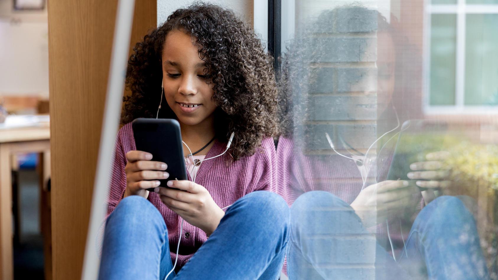 Wer sich einen Account bei Instagram machen will, muss mindestens 13 Jahre alt sein. Doch bald soll es eine eigene Version für Kinder geben.