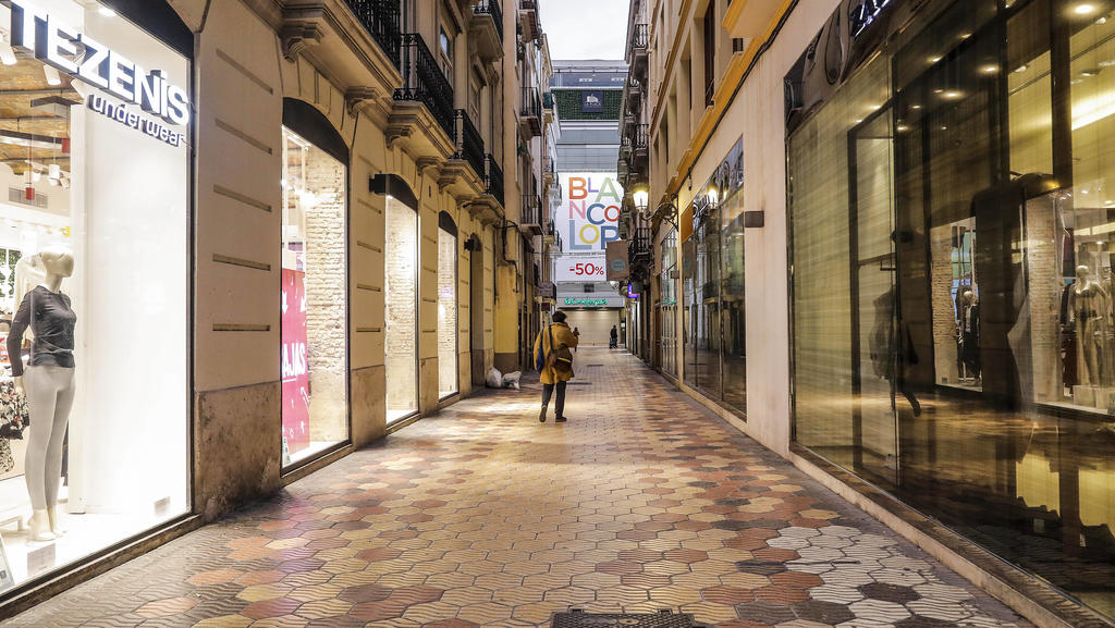 A shopping street in Valencia with all its establishments closed on the first day of the total closure of the hotel and catering industry and shops at 6pm in Valencia, Comunidad Valenciana Spain, on 21 January 2021. At 0.00 am today, the decree of t