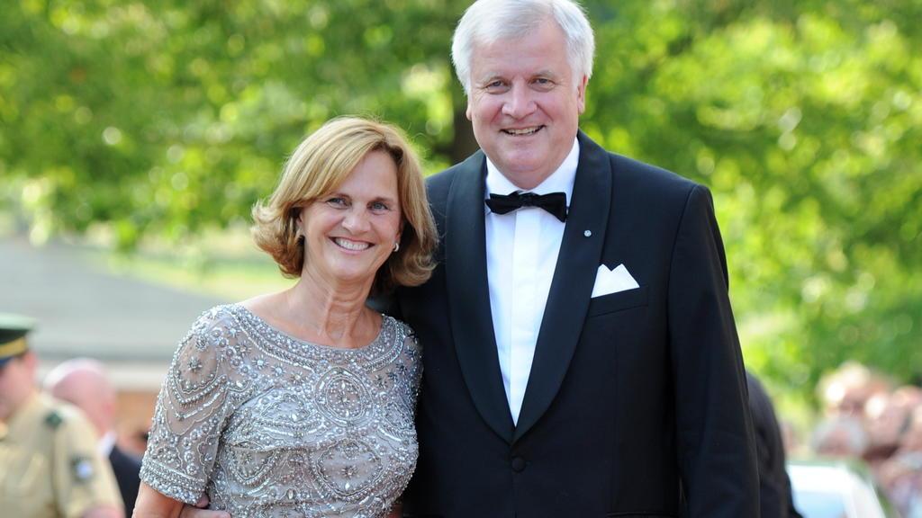 Horst Seehofer und seine Frau Karin überstanden ihre Ehekrise und kämpfen weiter für ihr Familienglück.