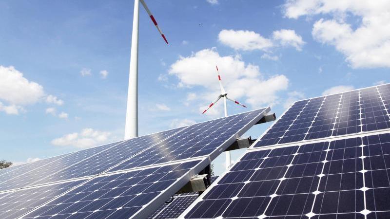 Ist mein Ökostromtarif gut für die Umwelt? Verbraucher sollten genau hinschauen, ob der Anbieter zum Beispiel auch in erneuerbare Energien investiert. Foto: Nestor Bachmann/dpa-tmn