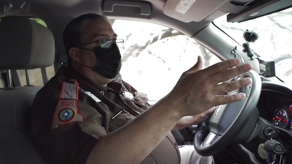 Santos Alaniz ha sido oficial de la policía fronteriza en McAllen, Texas durante 16 años.