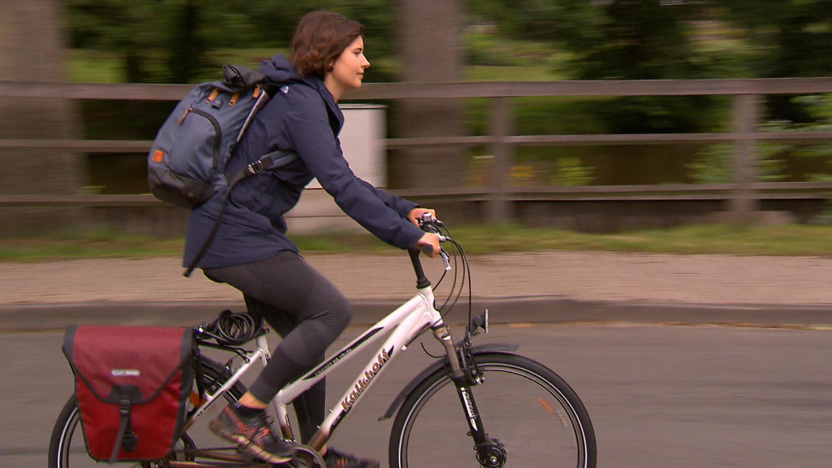 RTL Reporterin Luisa Ziegler auf Fahrradtour