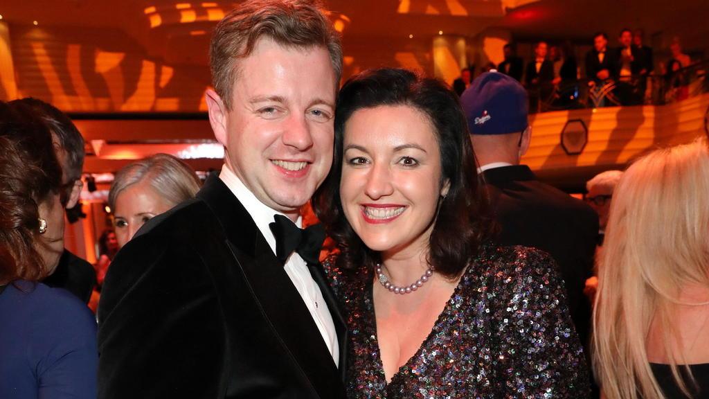 Dorothee und Oliver Bär stehen als Politiker und Power-Couple gemeinsam in der Öffentlichkeit und unterstützen sich gegenseitig.