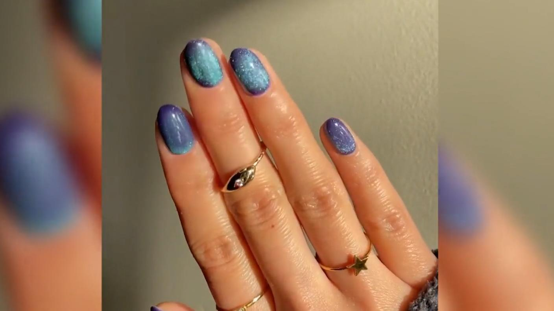 so-gelingen-velvet-nails-2021-liegen-samtpfoten-im-trend