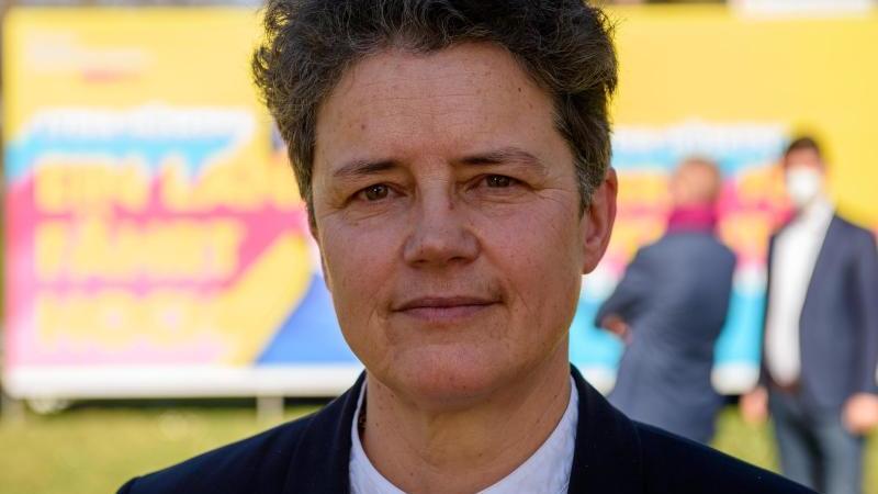 Lydia Hüskens, Spitzenkandidatin der FDP Sachsen-Anhalt, schaut in die Kamera. Foto: Klaus-Dietmar Gabbert/dpa-Zentralbild/dpa