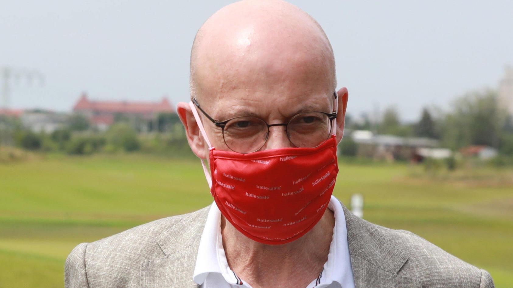 Halles Oberbürgermeister Bernd Wiegand ist besorgt über die Lage in seiner Stadt.