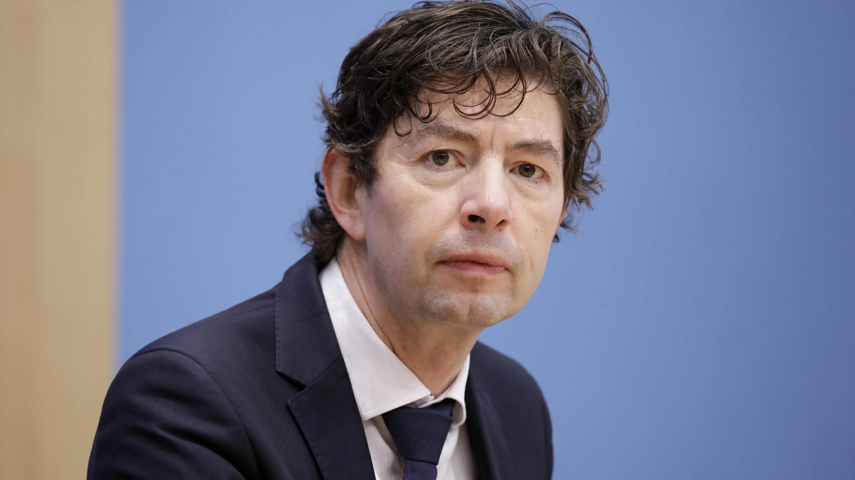 Der Berliner Virologe Christian Drosten blickt besorgt auf die steigenden Infektionszahlen.