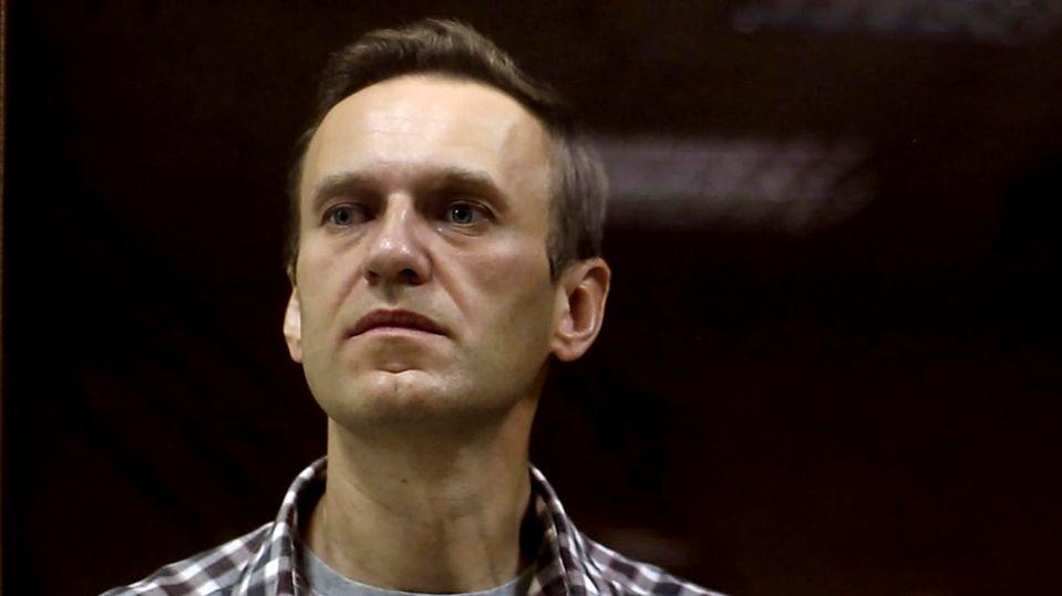 Rund 500 russische Ärzte sorgen sich um Alexej Nawalnys Leben und wenden sich an die Behörden.