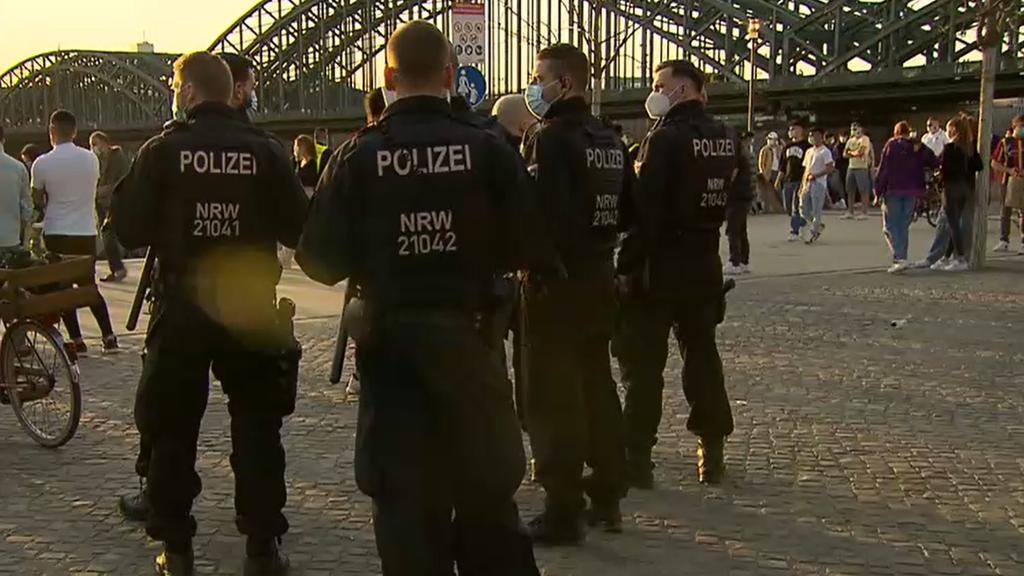 Die Polizei war am Rheinboulevard vor Ort und hat das Ordnungsamt bei den Kontrollen unterstützt.