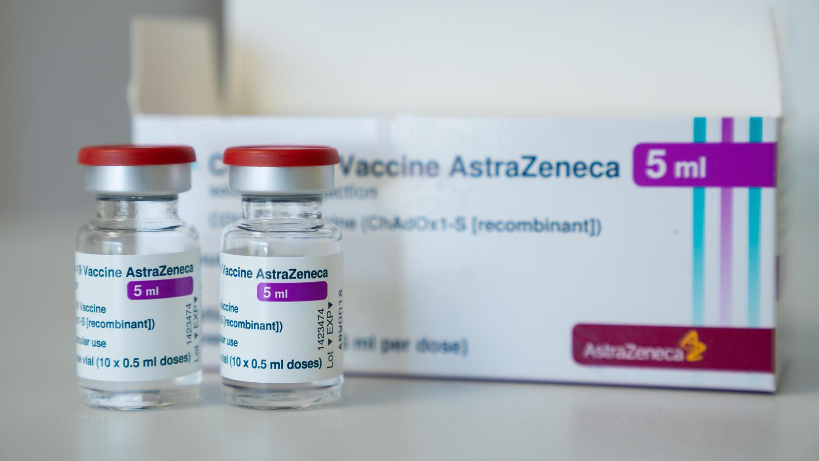 Im oberfränkischen Hofer Land kann sich jetzt jeder der mindestens 18 Jahre alt ist mit dem Impfstoff von AstraZeneca impfen lassen.