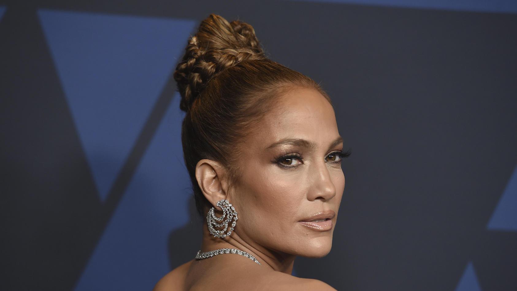 Sängerin Jennifer Lopez wirbt mit ihrer Familie für ihre Beautyprodukte.