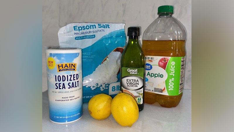 Jede Menge Salz, Olivenöl, Wasser und Apfelsaft - so sieht die Kur der Country-Sängerin aus.