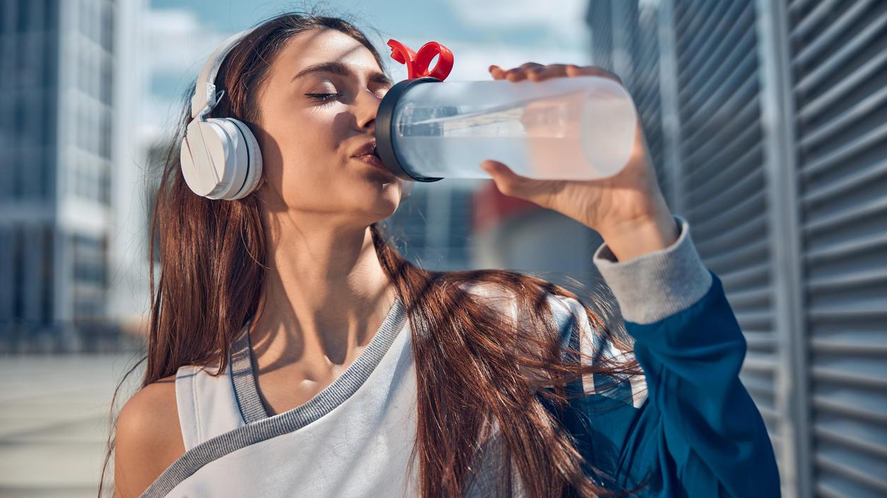 Wer viel Wasser trinkt, nimmt effektiver ab.