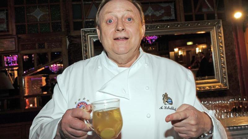 Trotz Diät verzichtete Sternekoch Alfons Schuhbeck nicht auf sein Bierchen zu besonderen Anlässen.