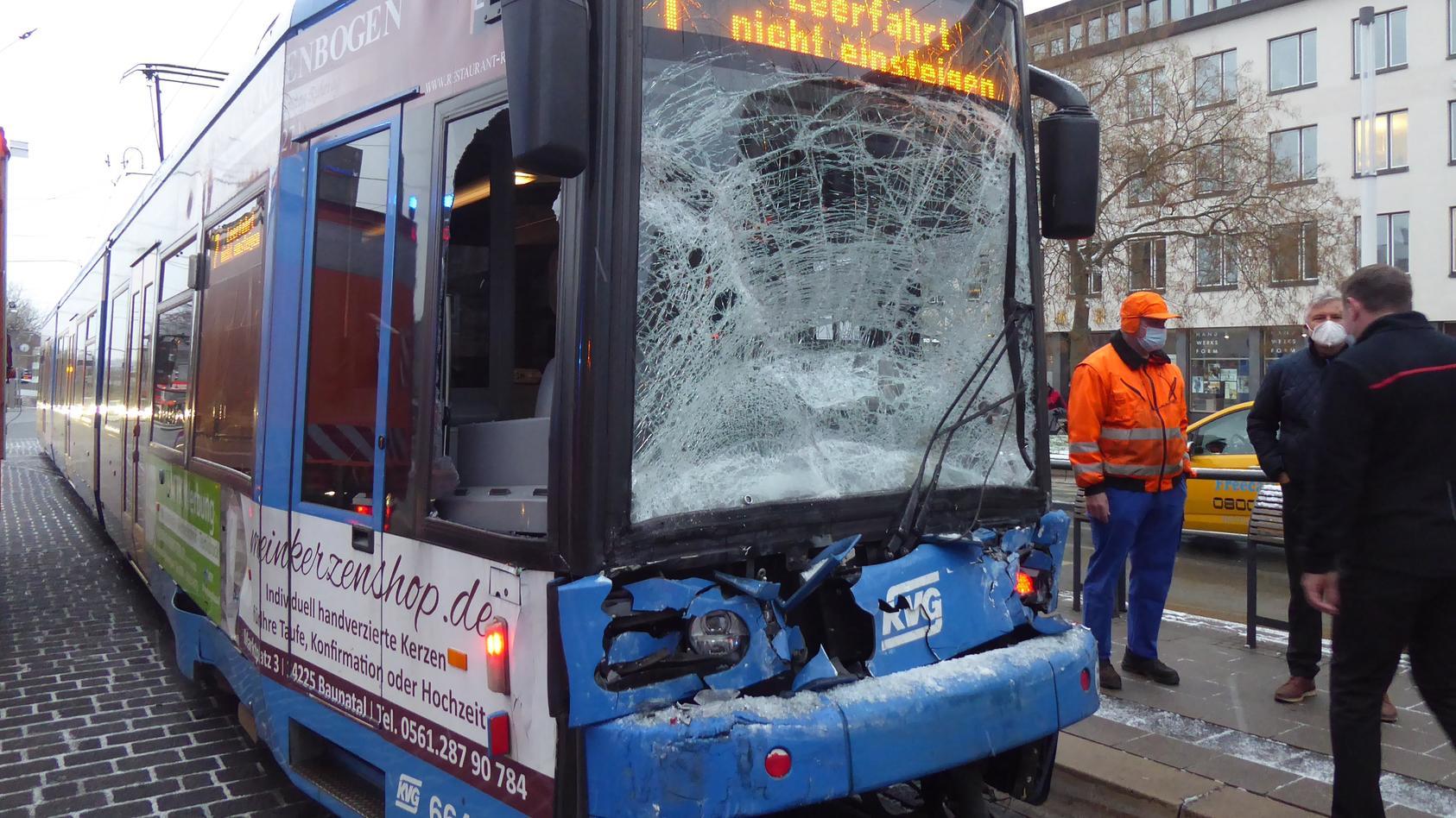 In Kassel ist eine Regiotram auf eine Straßenbahn aufgefahren.
