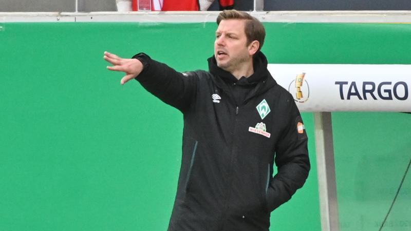 Bremens Trainer Florian Kohfeldt gibt Anweisungen während des Spiels. Foto: Armin Weigel/dpa