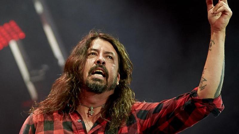 Foo-Fighters-Frontmann Dave Grohl blickt zurück. Foto: Thomas Frey/dpa