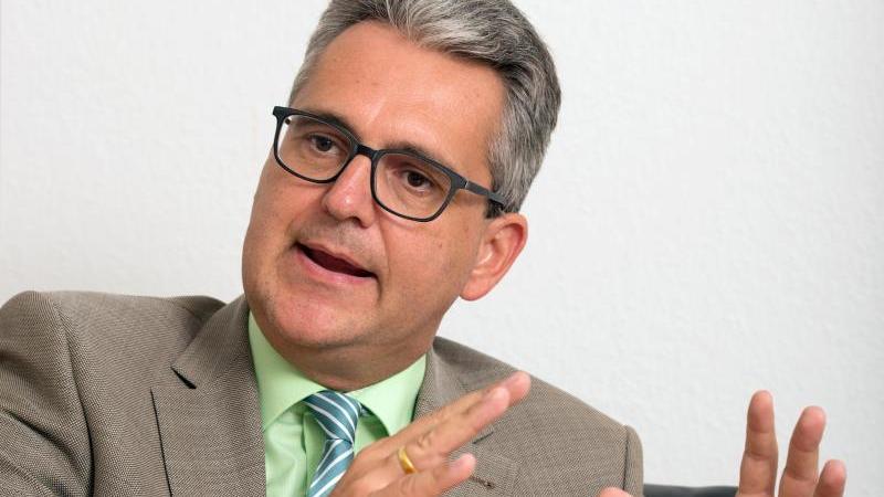 Dietrich Birk, der Geschäftsführer des Landesverbandes Baden-Württemberg des Verbands Deutscher Maschinen- und Anlagenbau (VDMA), spricht. Foto: Bernd Weissbrod/dpa/Archivbild