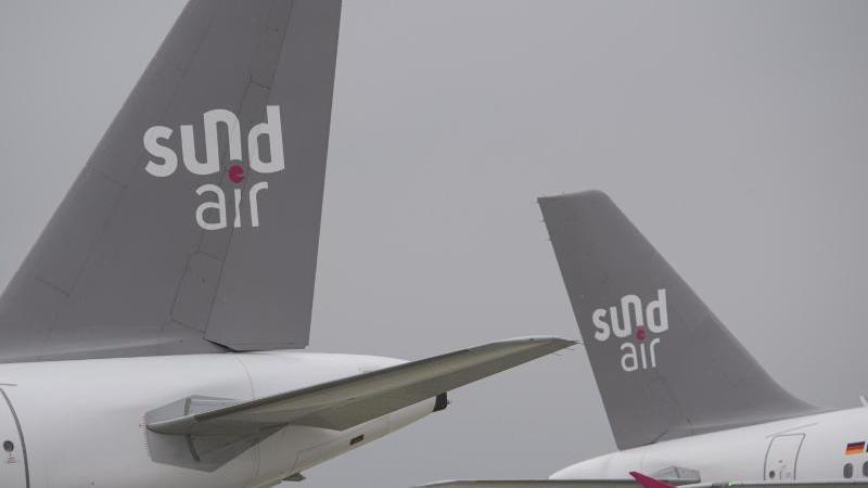 Flugzeuge der Fluggesellschaft Sundair sind auf dem Rollfeld am Flughafen Dresden zu sehen. Foto: Robert Michael/dpa-Zentralbild/dpa/Archivbild