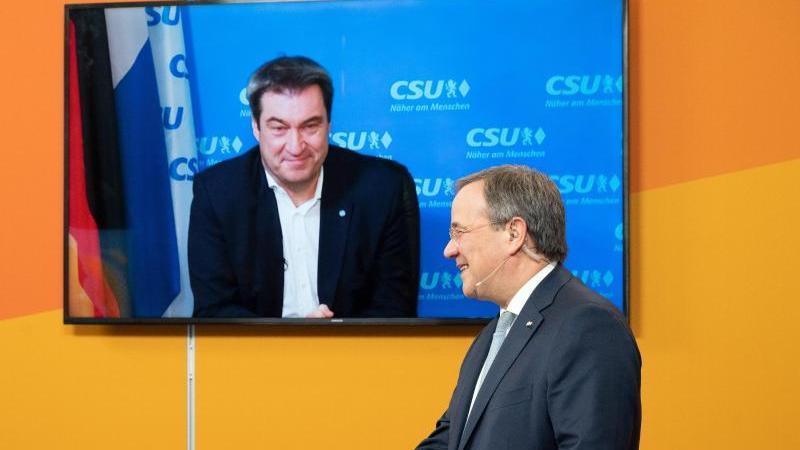 Armin Laschet (r) und Markus Söder beim digitalen Neujahrsempfang der NRW-CDU. Foto: Federico Gambarini/dpa-POOL/dpa