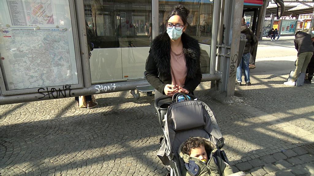 Mutter und Kind im Bahnhof angegriffen