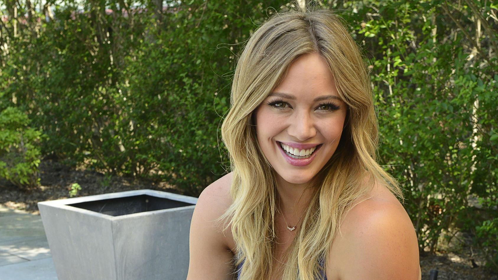Hilary Duff hat vor kurzem ihr drittes Kind zur Welt gebracht und teilt nun einen süßen Schnappschuss von Töchterchen Mae.