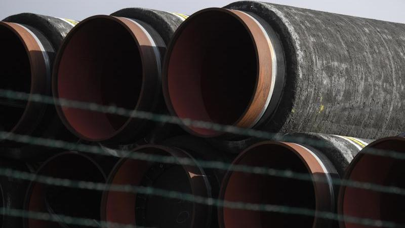 Rohrteile für Nord Stream 2 auf der Insel Rügen. Foto: Stefan Sauer/dpa
