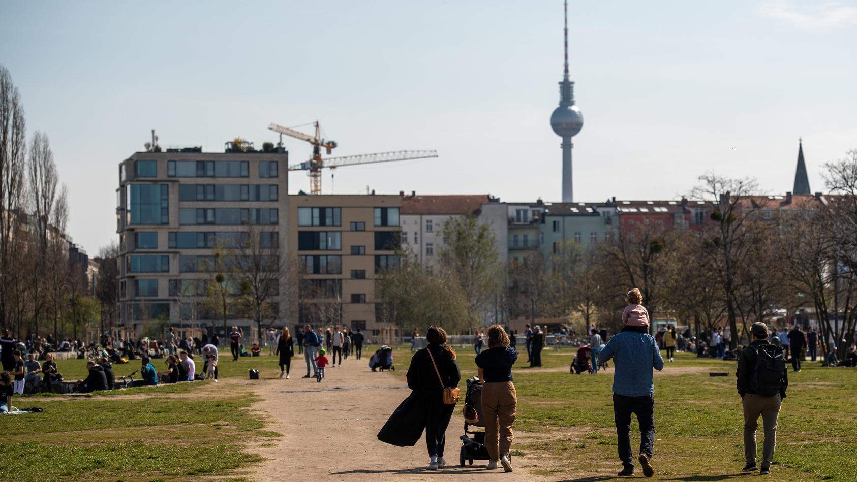 In Berlin lockte die Sonne nach draußen.