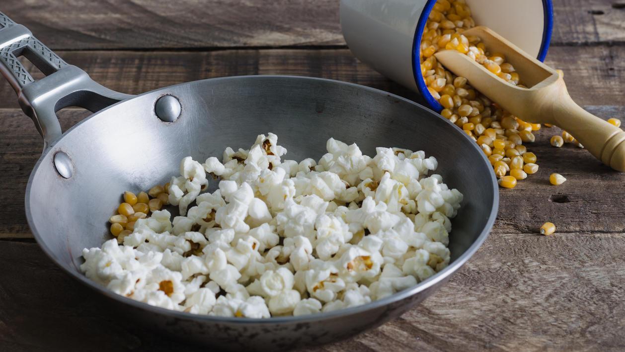 Popcorn ist ein beliebter und leichter Snack.