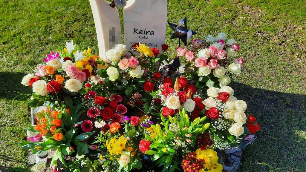 Keiras Mutter Karin kümmert sich liebevoll um das Grab ihrer ermordeten Tochter.