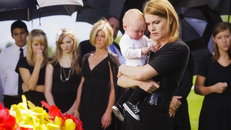 """Kinder auf Beerdigungen mitnehmen? """"Auf jeden Fall"""", sagt die Münchner Trauerpädagogin Renata Bauer-Mehren. Symbolbild."""