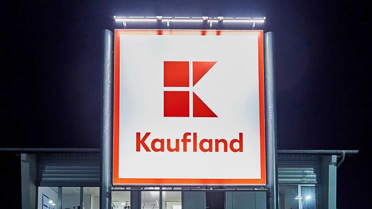 Das Kaufland-Logo ziert bald auch die ehemaligen Real-Filialen.