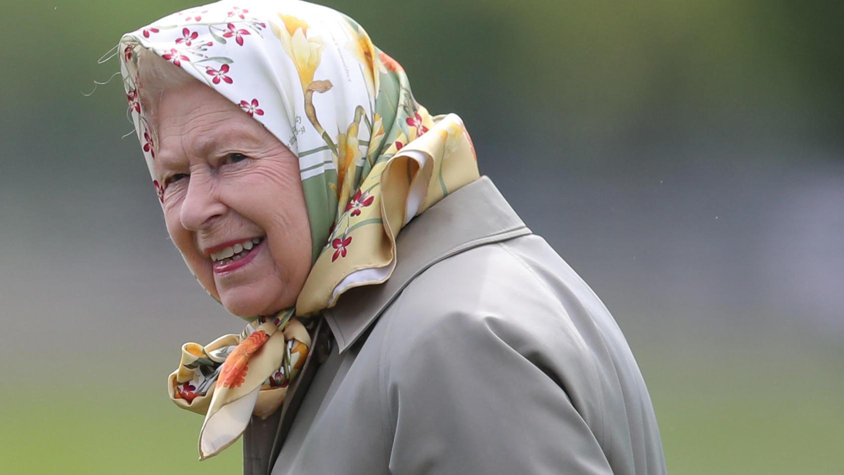 Nach dem Tod von Prinz Philip bricht Queen Elizabeth II. mit mehreren Traditionen.
