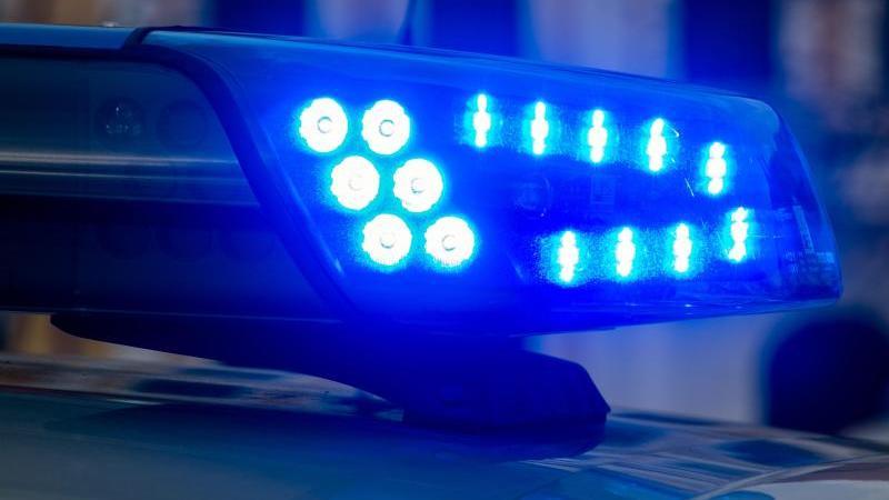 Ein Blaulicht der Polizei leuchtet auf. Foto: Klaus-Dietmar Gabbert/dpa-Zentralbild/ZB/Symbolbild