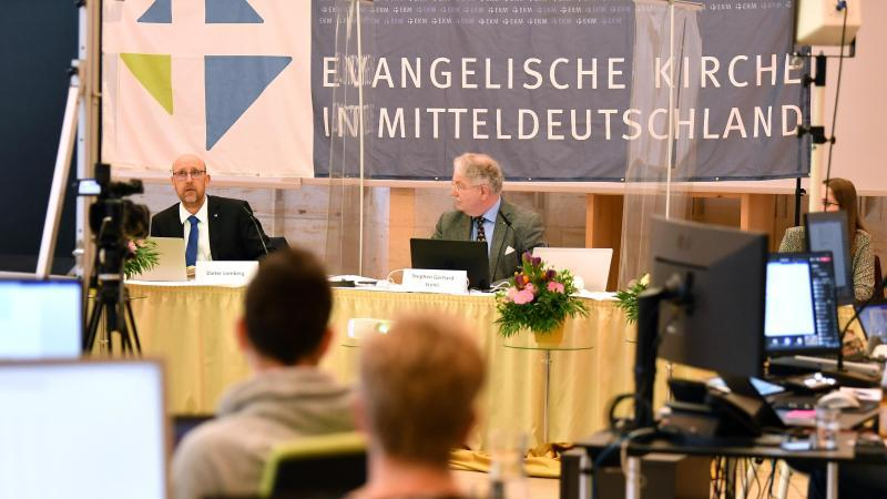 Das Präsidium leitet die Tagung der neuen Landessynode der Evangelischen Kirche in Mitteldeutschland (EKM). Foto: Martin Schutt/dpa-Zentralbild/dpa/Aktuell