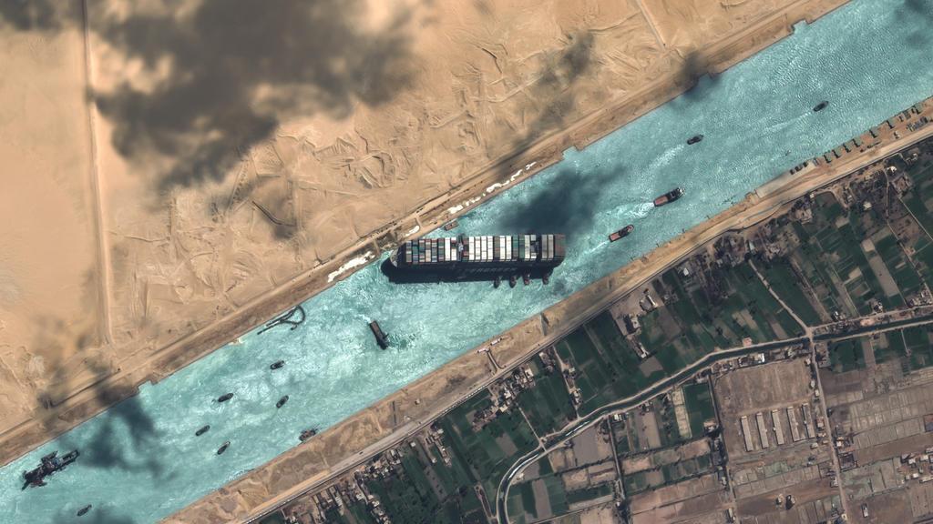 Das auf Grund gelaufene Containerschiff «Ever Given» blockiert den Suezkanal.