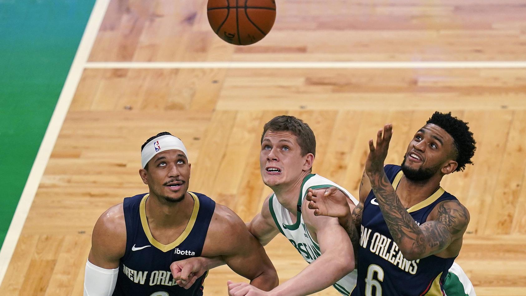 Nur ein kurzes Vergnügen: Moritz Wagner (Mitte) ist nicht mehr Spieler von den Boston Celtics.