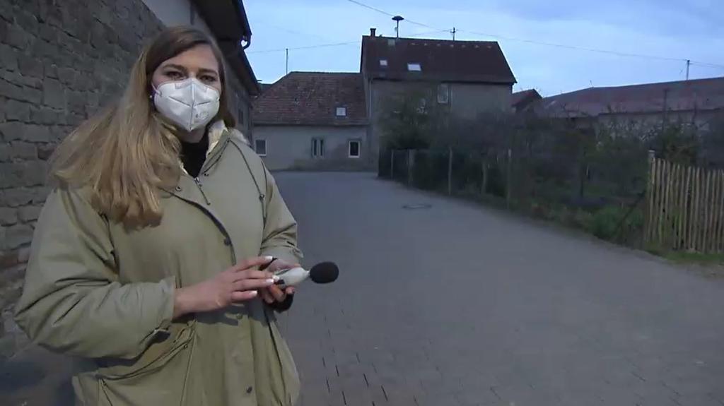 RTL-Reporterin Romy Schiemann hat früh am Morgen gemessen, wie laut Meister Eder wirklich schreit.