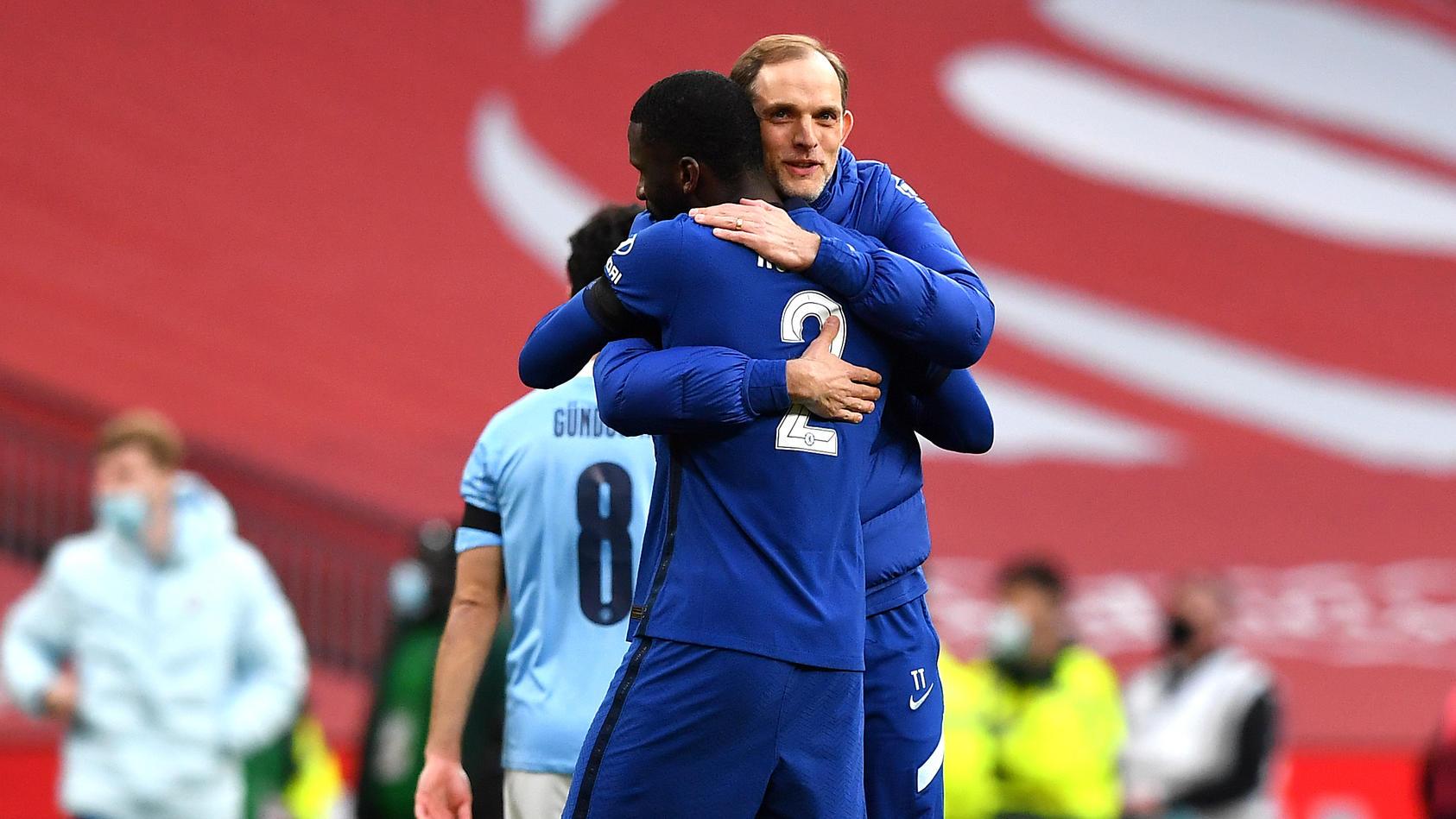 Große Freude: Chelsea-Coach Thomas Tuchel und Nationalspieler Antonio Rüdiger feiern den Einzug ins FA-Cup-Finale.