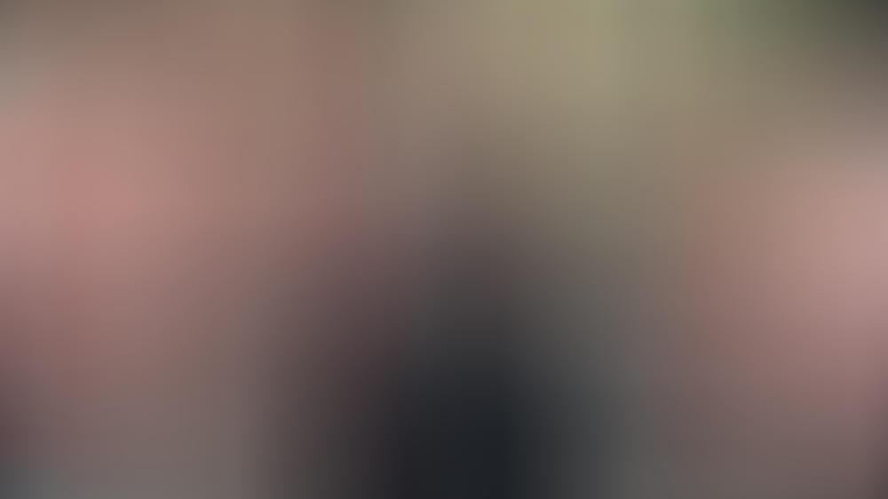 Prinz William (l.), Prinz Harry (m.) und Peter Phillips bei einer Prozession vor dem Trauergottesdienst für Prinz Philip