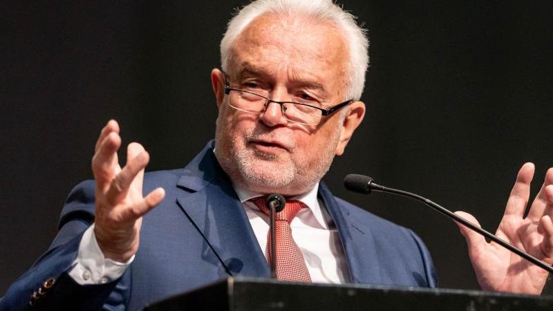 Bundestagsvizepräsident Wolfgang Kubicki (FDP) spricht bei der Landesvertreterversammlung der FDP Schleswig-Holstein. Foto: Axel Heimken/dpa