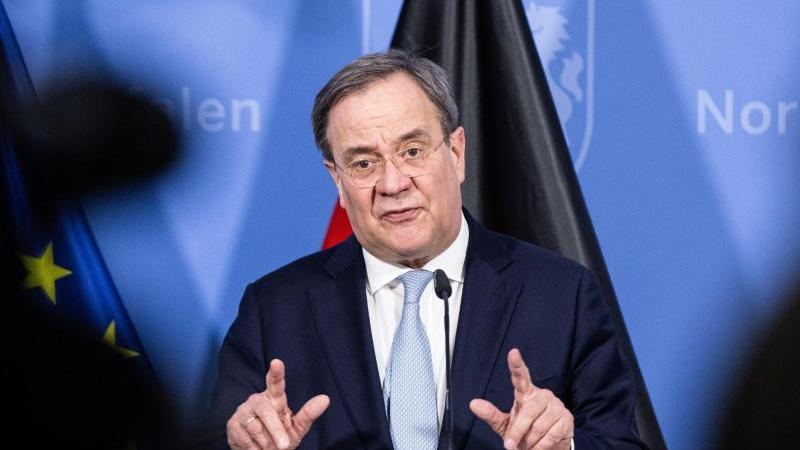 Nordrhein-Westfalens Ministerpräsident Armin Laschet (CDU) spricht bei einer Pressekonferenz. Foto: Marcel Kusch/dpa-POOL/dpa/Archivbild