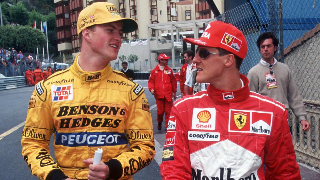 Michael Schumacher und Ralf Schumacher  fotografiert  im Team Ferrari  an den Rennstrecken der Fia World Serie von 2010-2012.   Verwendung weltweit