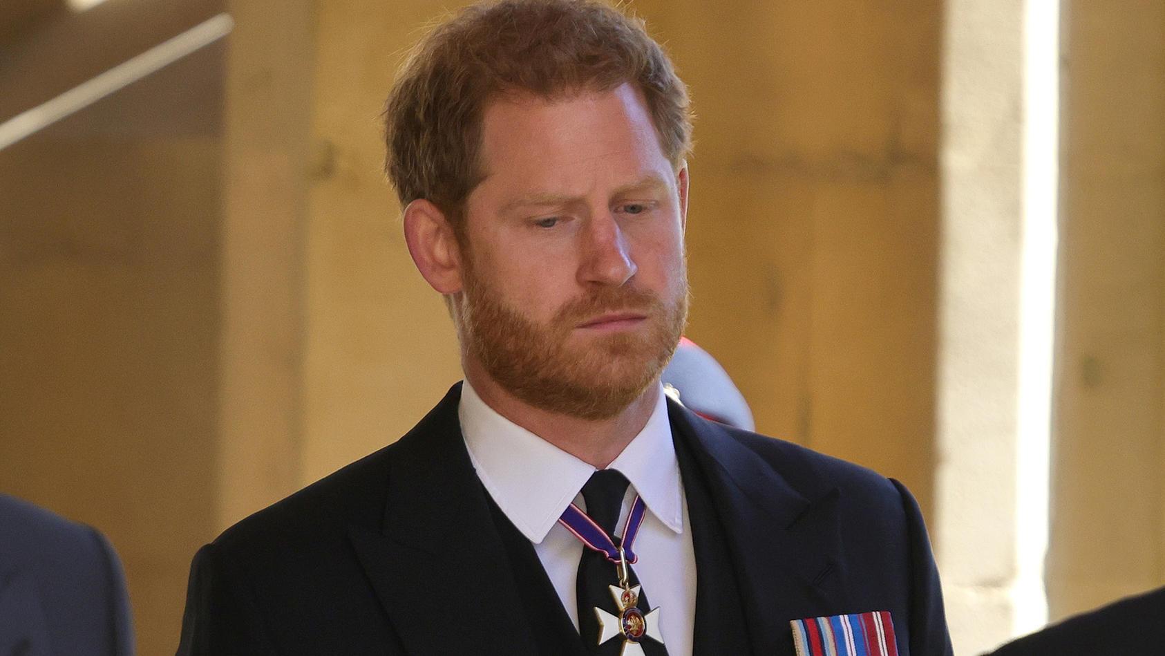 Prinz Harry bei der Trauerfeier und Beisetzung von Prinz Philip auf Schloss Windsor